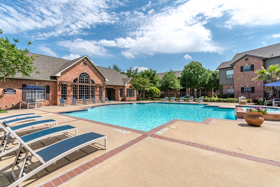 Riverbend Apartments Acquired by Venterra